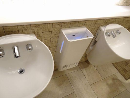 博多 マイングの男性トイレの手洗い