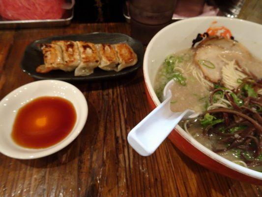 博多だるまラーメン 煮卵入り 細麺と一口ギョーザ