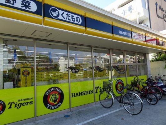 阪神タイガースローソンの自転車置き場1