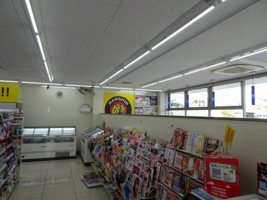 阪神タイガースローソンの店内