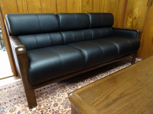カリモク品番:長椅子 WS2983BD、センターテーブル TT3590MD