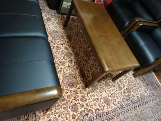 カリモク品番:肘掛け椅子 WS2980BD、長椅子 WS2983BD、センターテーブル TT3590MD