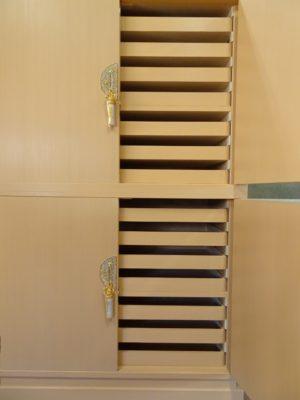 大阪泉州桐箪笥天地丸14杯お盆いり二つ重ね衣装箪笥の前飾り金具
