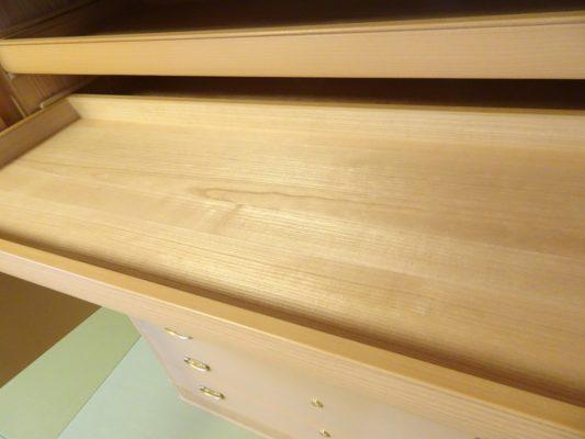 こだわりの桐のお盆の材料 写真