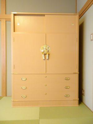 大阪府のS様に大阪泉州桐たんすの胴丸和紙衣装箪笥をお届けいたしました。