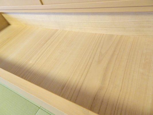 大阪泉州桐たんすの引出し内部の良質な桐材の写真