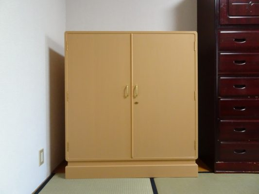 兵庫県のN様のご注文の大阪泉州桐箪笥(たんす) 天地丸小袖衣装たんすをお届けさせていただきました。