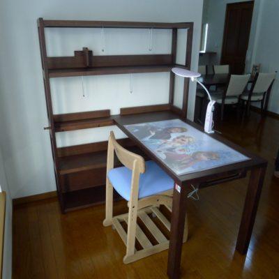 兵庫県のM様にカリモク家具のデスクセットをお届けいたしました。