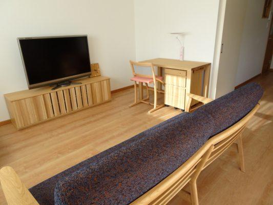 大阪府 貝塚市の川﨑様にカリモク家具をお届けいたしました。