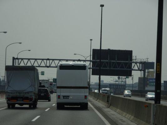 こだわりの桐たんすの社長ブログ  こんな不気味なバスが走行してました。