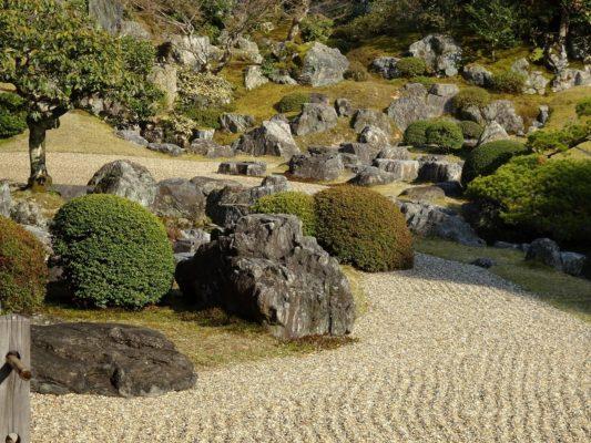 醍醐寺の三宝院の庭園の石