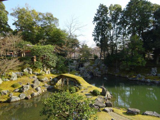 京都 醍醐寺の三宝院の庭園の石と池の配置