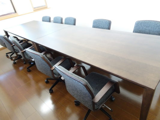 カリモク 品番:テーブル DT8411K205、デスクチェアー XS0650ZK