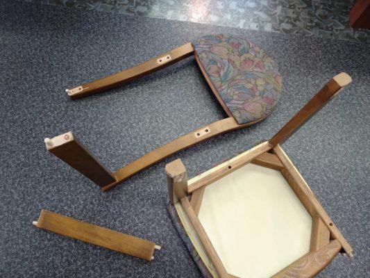 壊れた鏡台の椅子 2