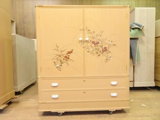 桐箪笥の最高峰 初音の蒔絵入りのこだわりの小さめの最高級桐箪笥のお届け写真と動画です。