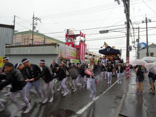 平成29年春木旭町 宵宮 雨天ラパーク交差点横断