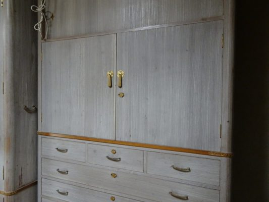 かわいそうな 洗い修理の桐の和箪笥の拡大写真