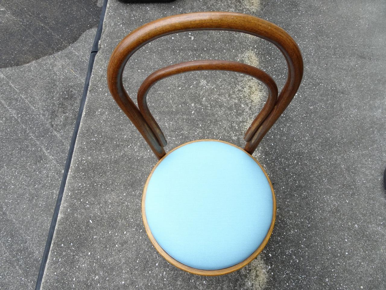 鏡台の椅子の座面の張り替えをさせていただきました。