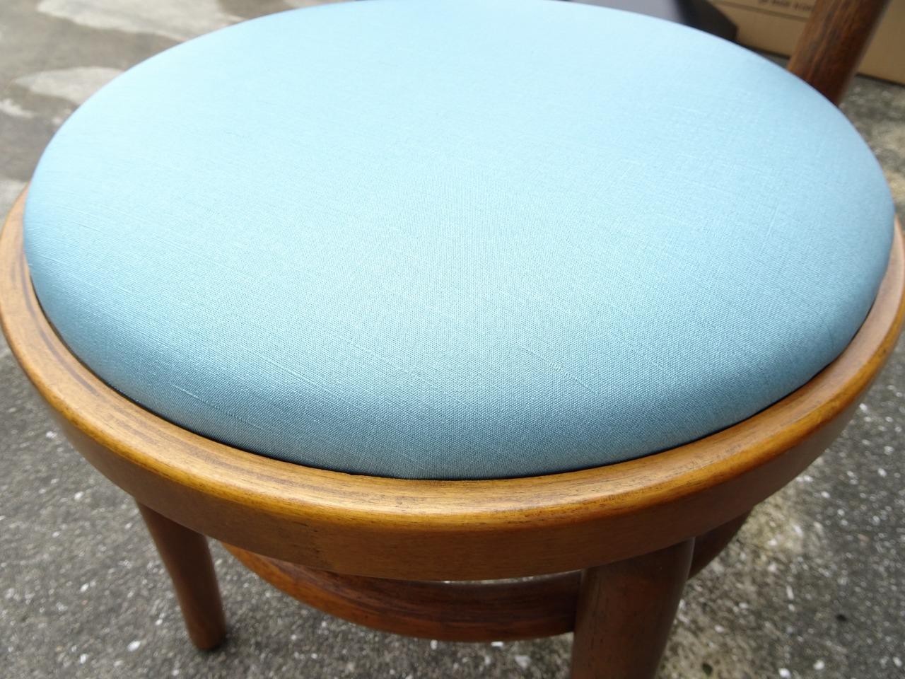椅子の張り替え修理を致しました。