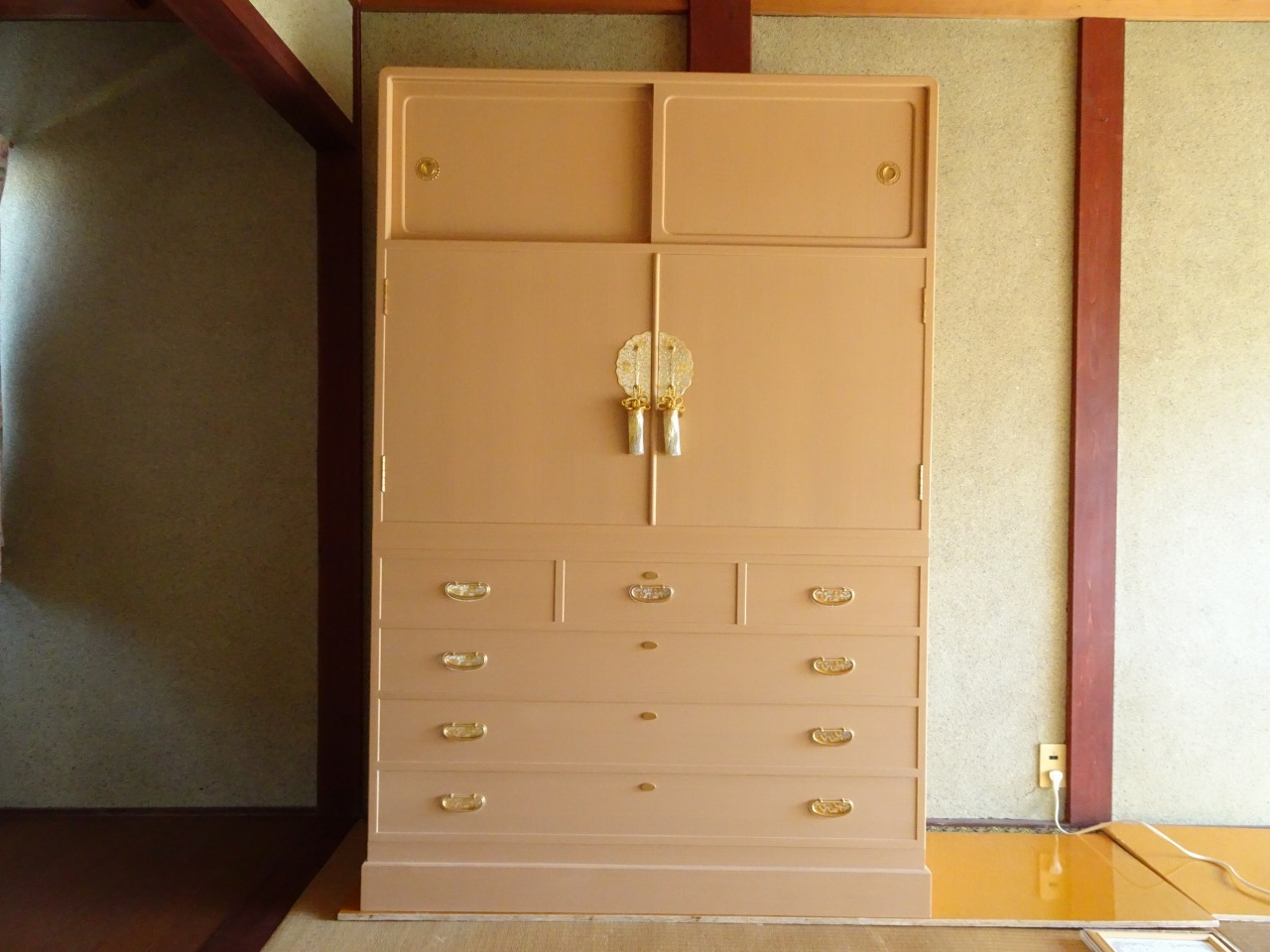 桐箪笥の納品事例!大阪府のN様の総桐の衣裳箪笥のお届けお届け写真と動画です。