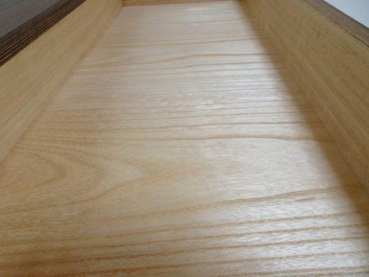 焼桐板目杢五段引出しタンスの良質な桐材