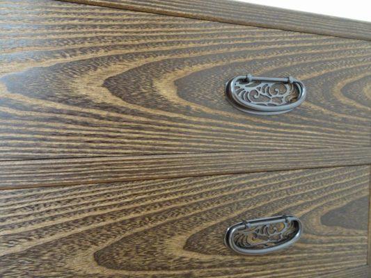 焼桐板目杢五段引出しタンスの良質な板目