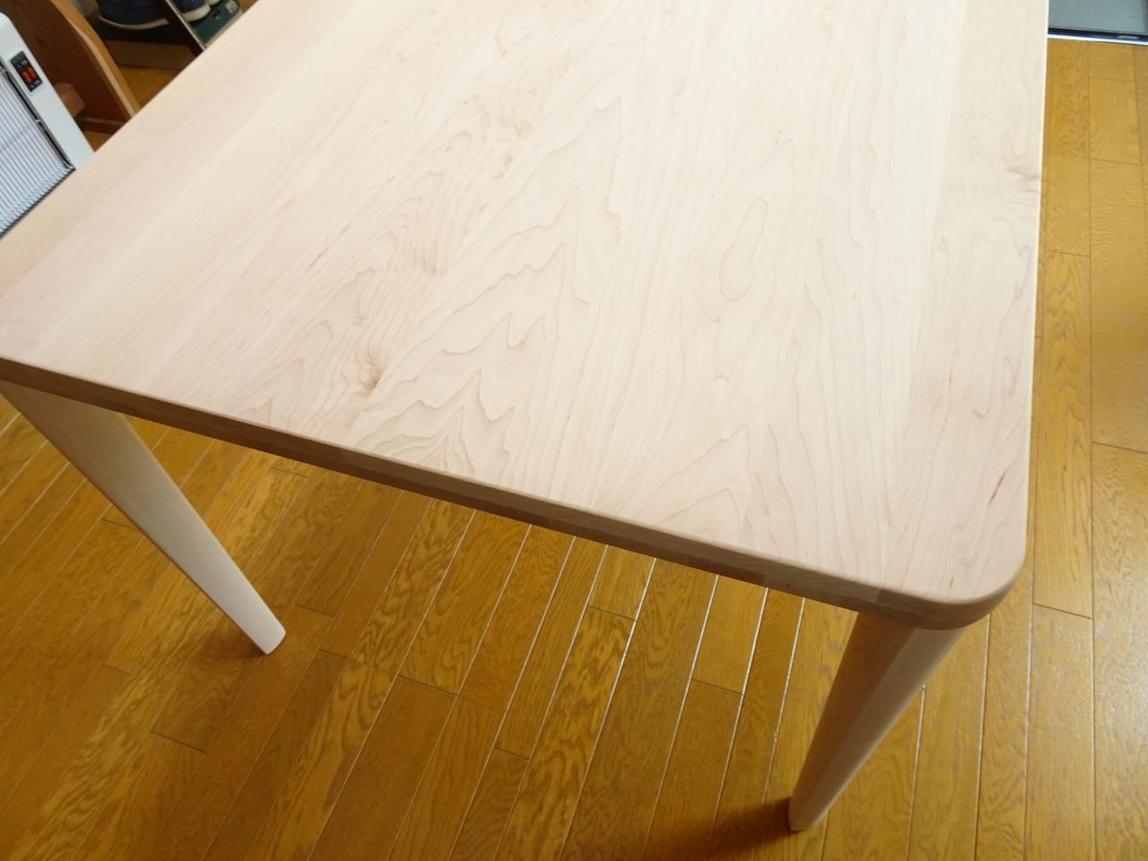 大阪府のY様にカリモク家具のメープル材のダイニングテーブルDU4825P859をお届けいたしました。