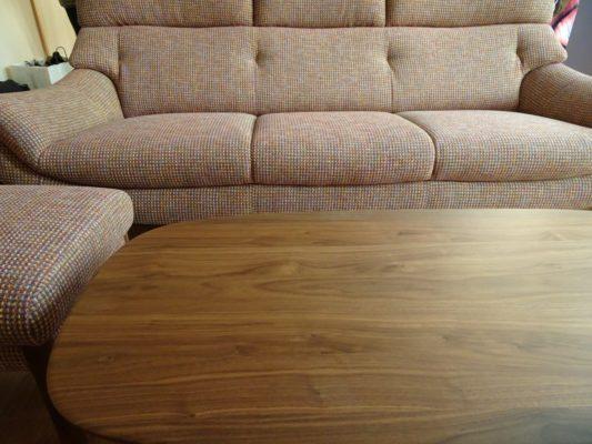 カリモク品番:ソファー UU6253R462、オットマン UU6256R462、センターテーブル TF3715R000