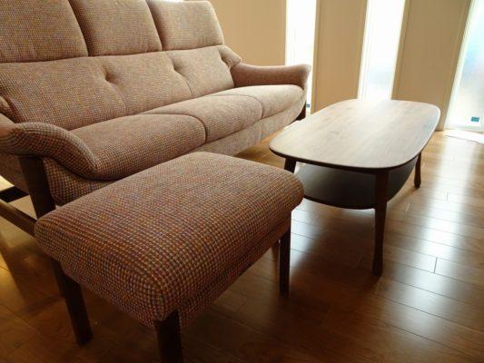 人気のkarimoku家具ソファーとセンターテーブルをお届けいたしました。