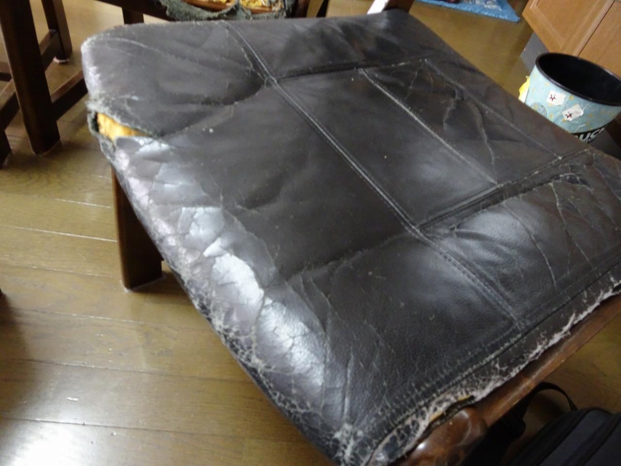 karimoku 家具の食堂椅子 ルイスティックの座面の張替交換いたしました。