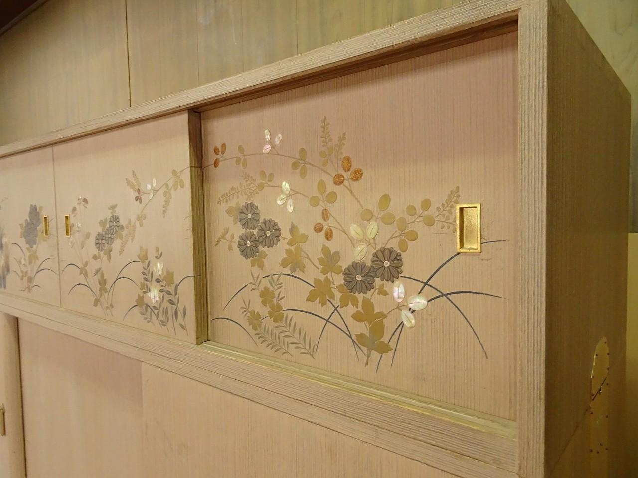 松山家具(桐の松山)製の蒔絵入り(絵入り)桐箪笥の洗い