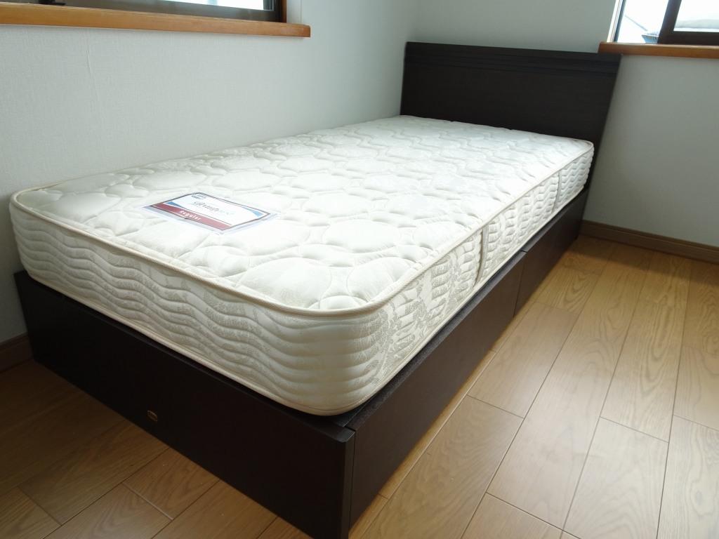 大阪府のN様にシモンズベッド クルスⅡシングルベッドをお届けいたしました。