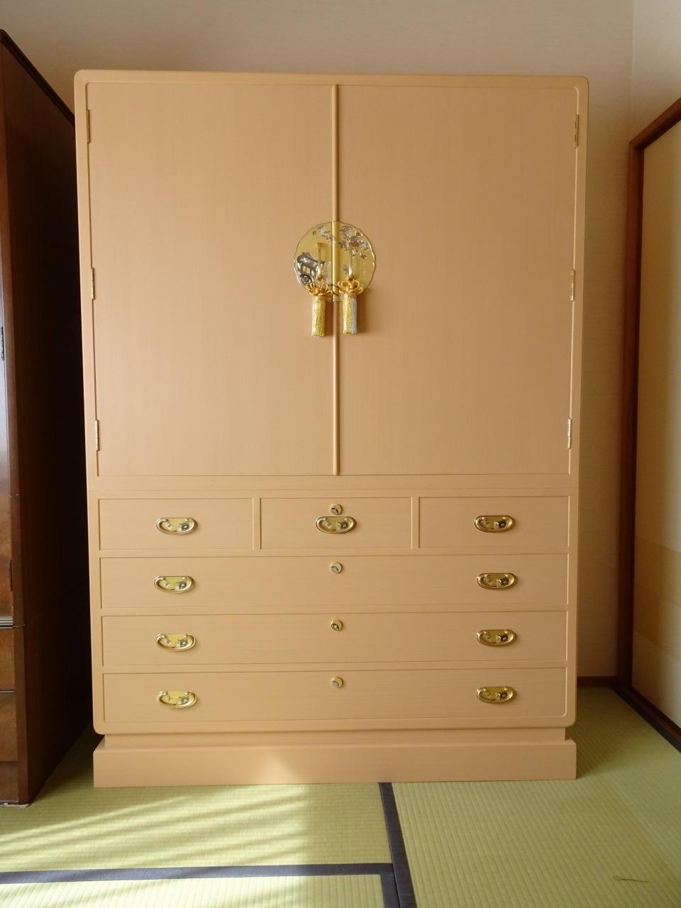 大阪府のS様に初音の家具 こだわりの大阪泉州桐箪笥の良質な桐タンスのお届け写真と動画です。