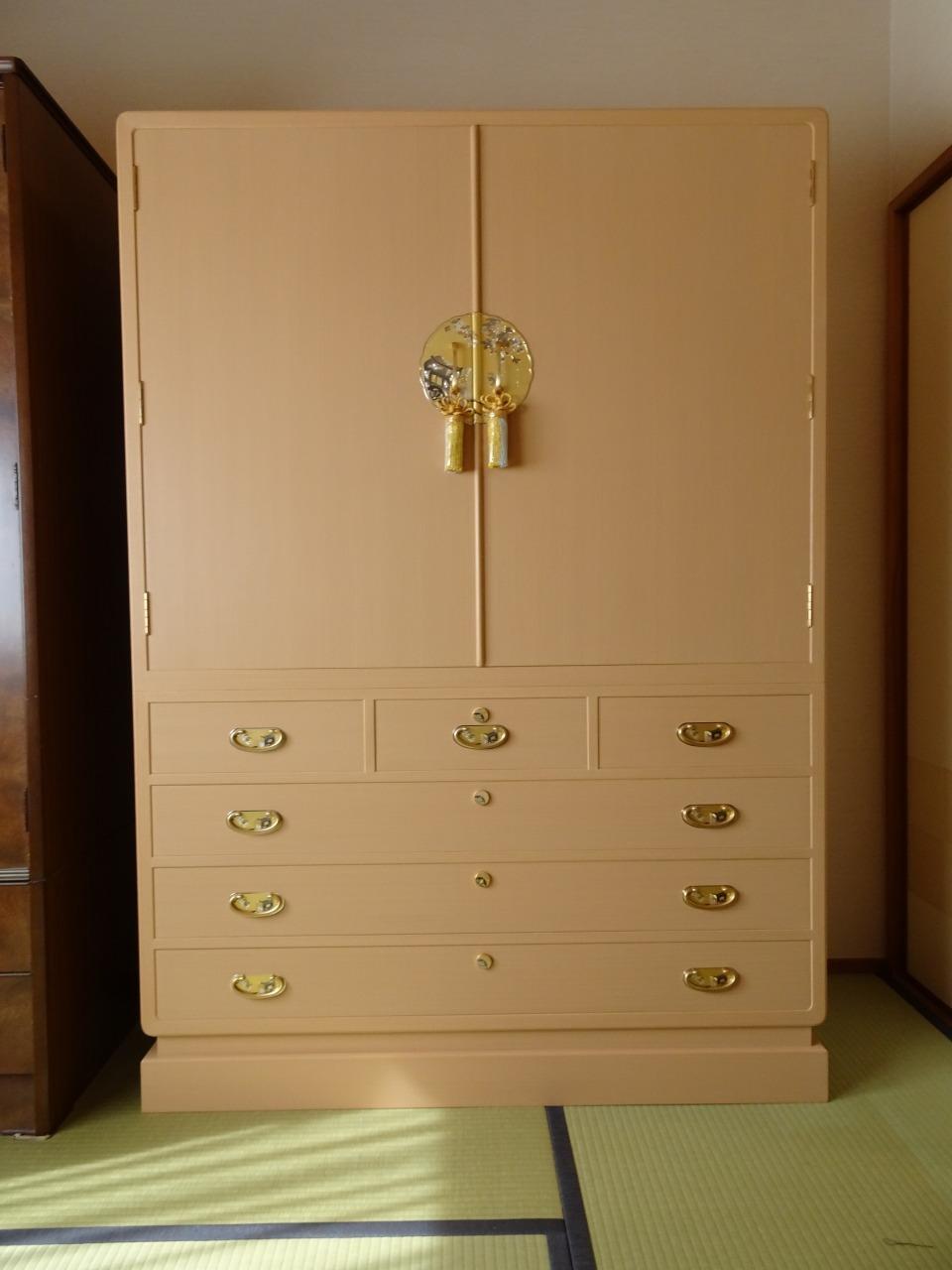 初音の家具 こだわりの総桐箪笥 天地丸御所車大戸衣裳箪笥をお届けいたしました。