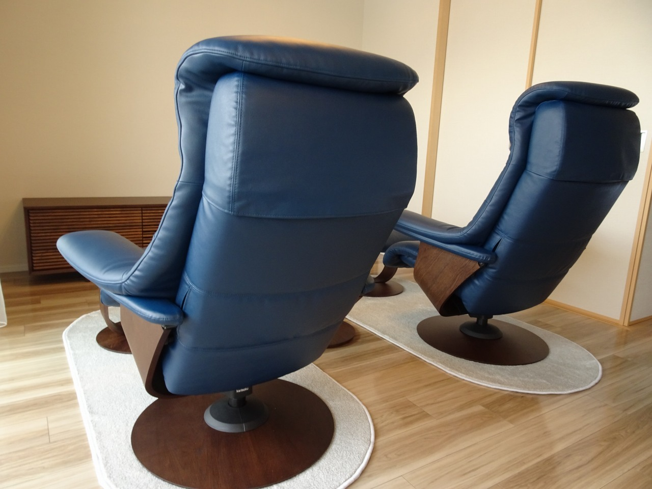 大阪府のB様にカリモク家具のザ・ファーストのパーソナルリクライニングチェアーをお届けいたしました。