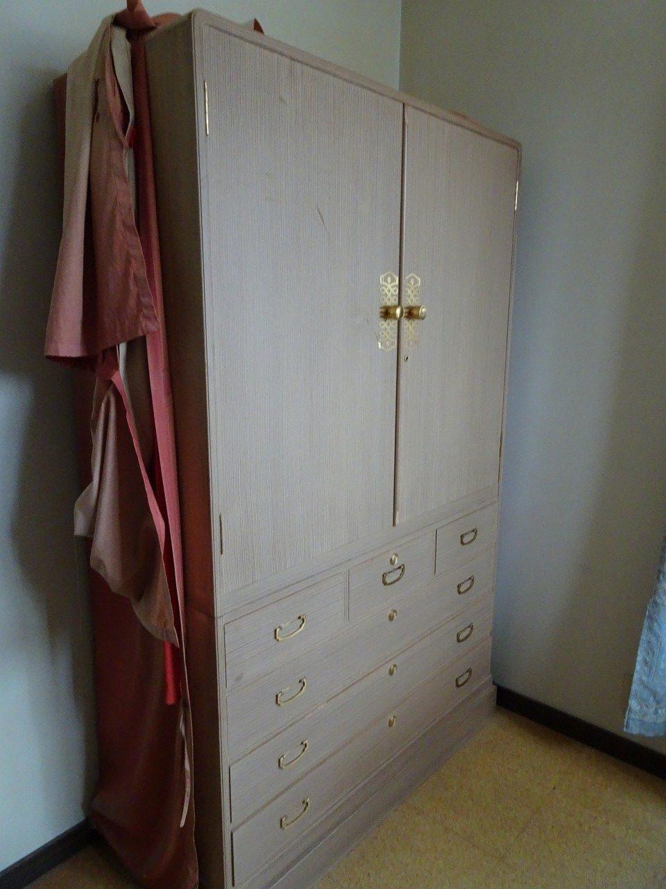 桐箪笥の洗い修理の納品事例 ロイヤルホテル初音の桐箪笥の洗いが出来ました。