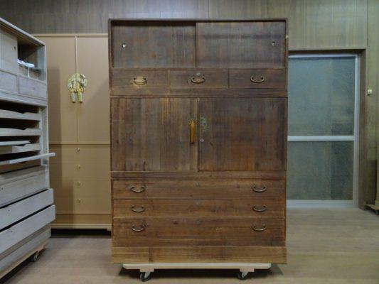 大阪府のT様の思い出の祖母の桐たんす天丸三つ重ね洗い修理の納品事例です!