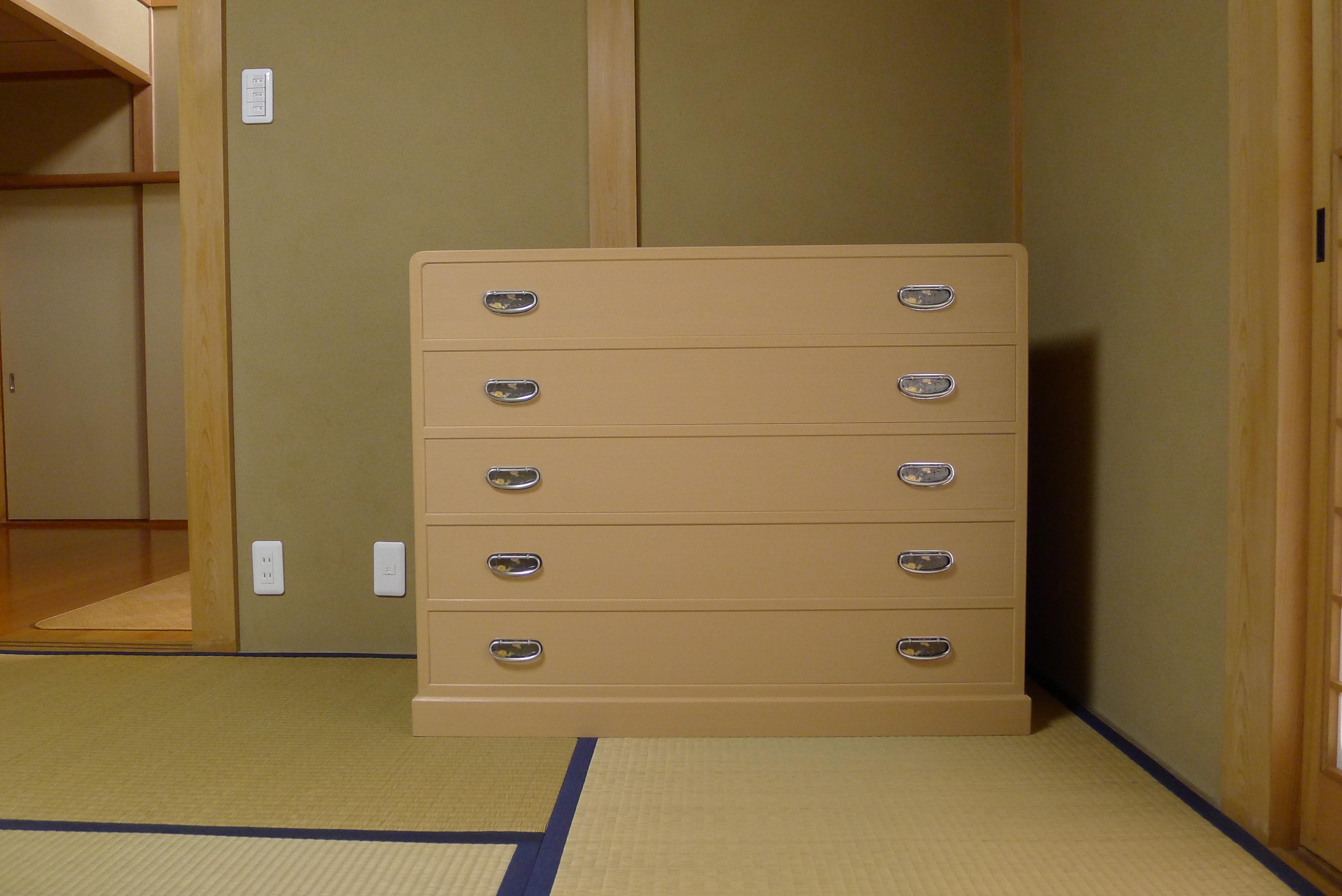 桐箪笥の納品事例 奈良県のM様に人気の桐たんすのお届け写真と動画です。