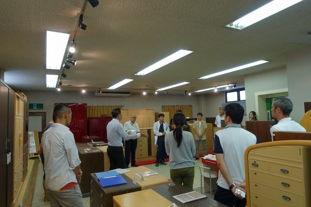 桐たんすの社長ブログ 岸和田市の小学校の先生が初音のショールーム見学に来てくれました。