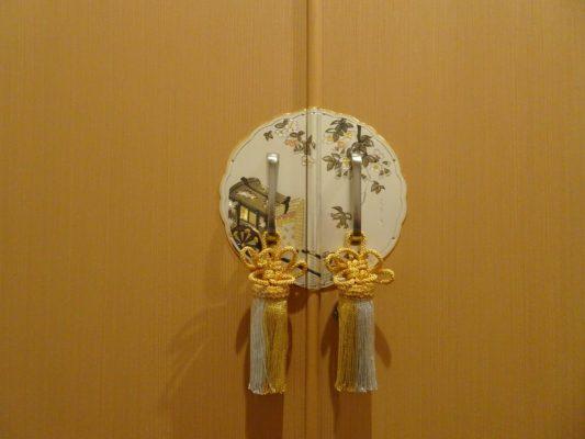 大阪泉州桐たんす 総桐胴丸衣裳箪笥 前飾り