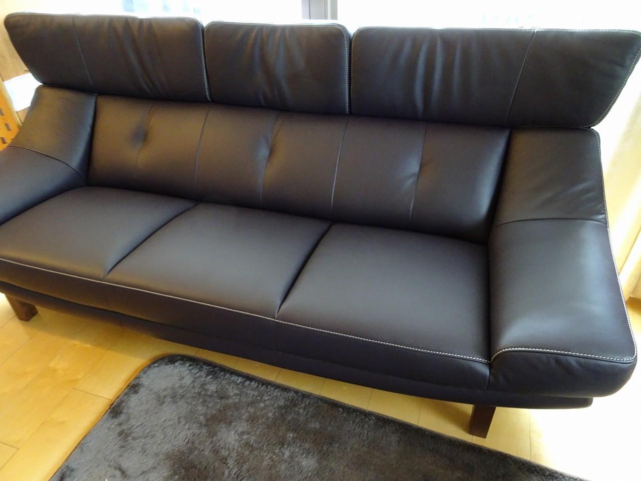 大阪市のN様にカリモク家具のZU46ソファーをお届けいたしました。