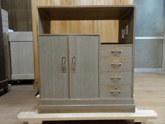 桐の箪笥の洗い修理 大阪府のI様から桐の和棚の洗い替えをさせていただきました。