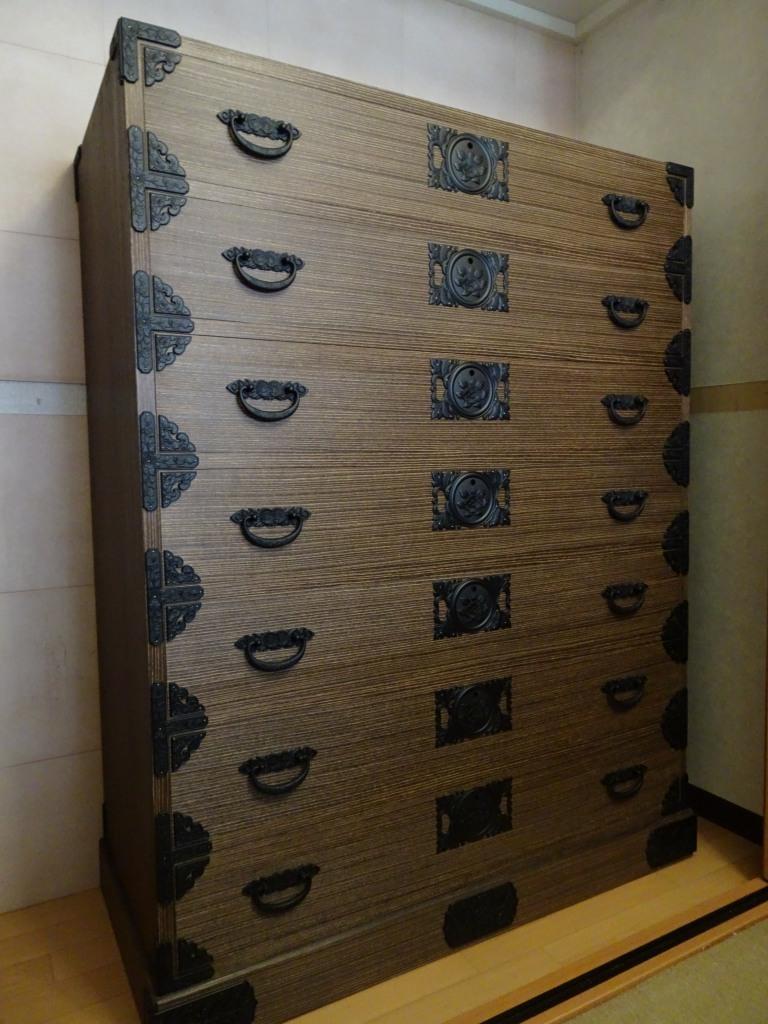 桐箪笥の納品事例! 奈良県のT様にこだわりの大阪泉州桐箪笥 別注焼桐たんすのお届け写真と動画です。