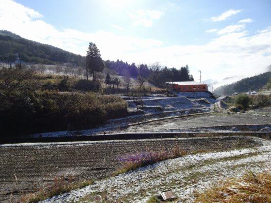 桐タンスの社長ブログ もう⛄雪が少し積っていました。