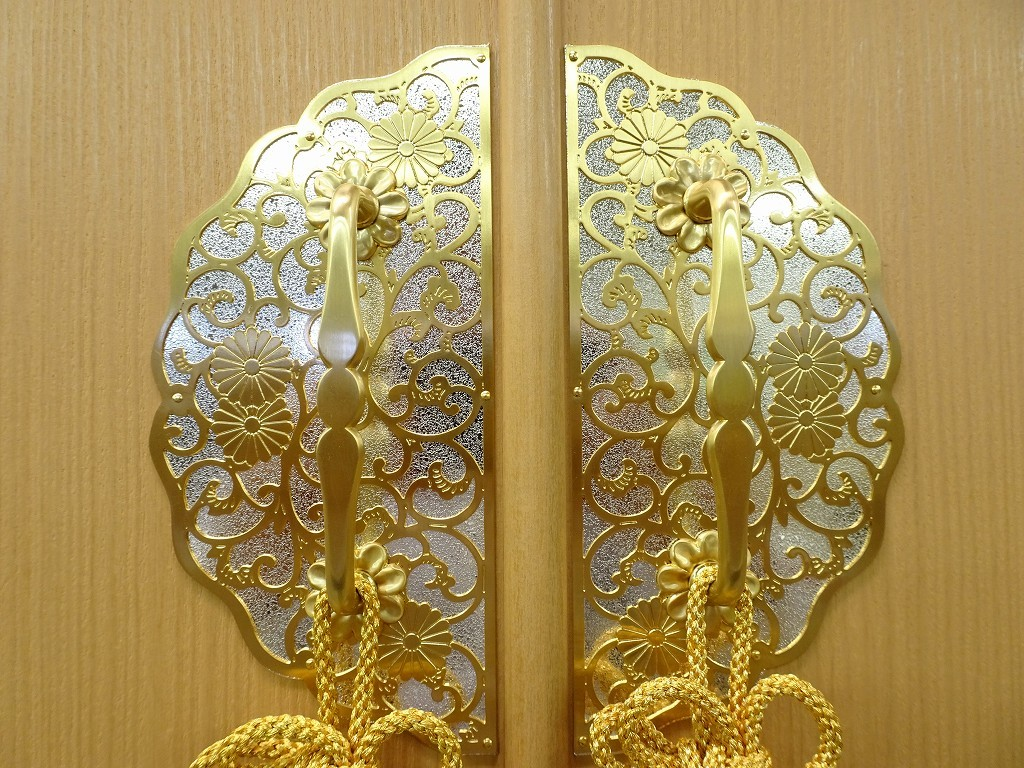 こだわりの桐箪笥の社長ブログ 写真で見る桐箪笥の金具もたくさんございます。