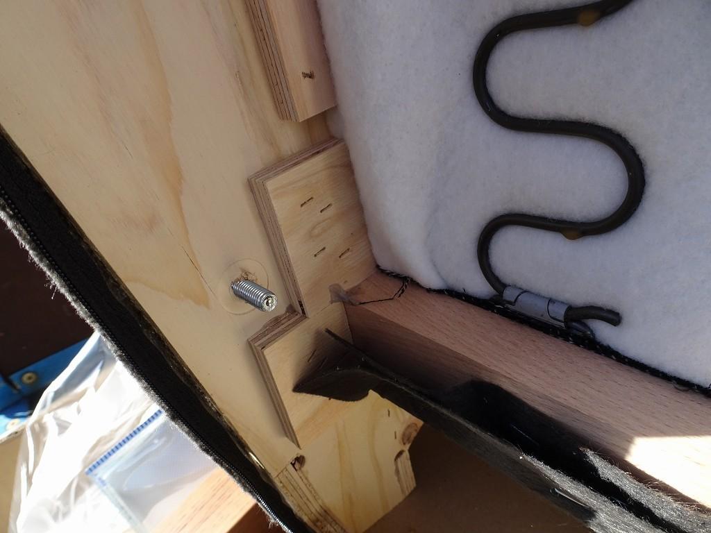 桐たんすの社長ブログ カリモク家具のソファー分解できますが、固くていいかげにしてください。