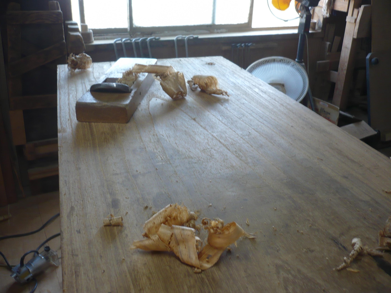 古い桐たんすの天板の傷のかんながけ
