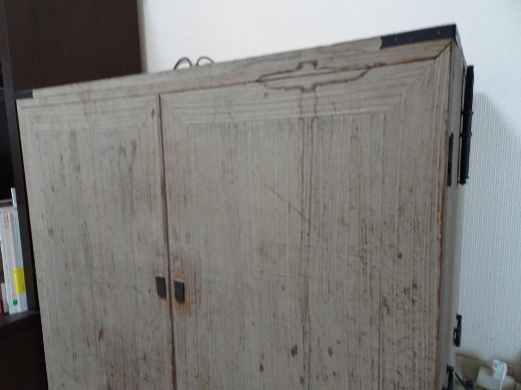 粗悪な桐の洗い替え修理業者に手直しされた桐箪笥写真