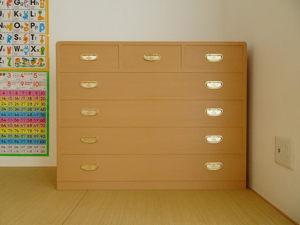 日本の安心で安全な本物の桐たんすの納品事例 大阪泉州桐箪笥の引出し5段の箪笥をお届けいたしました。